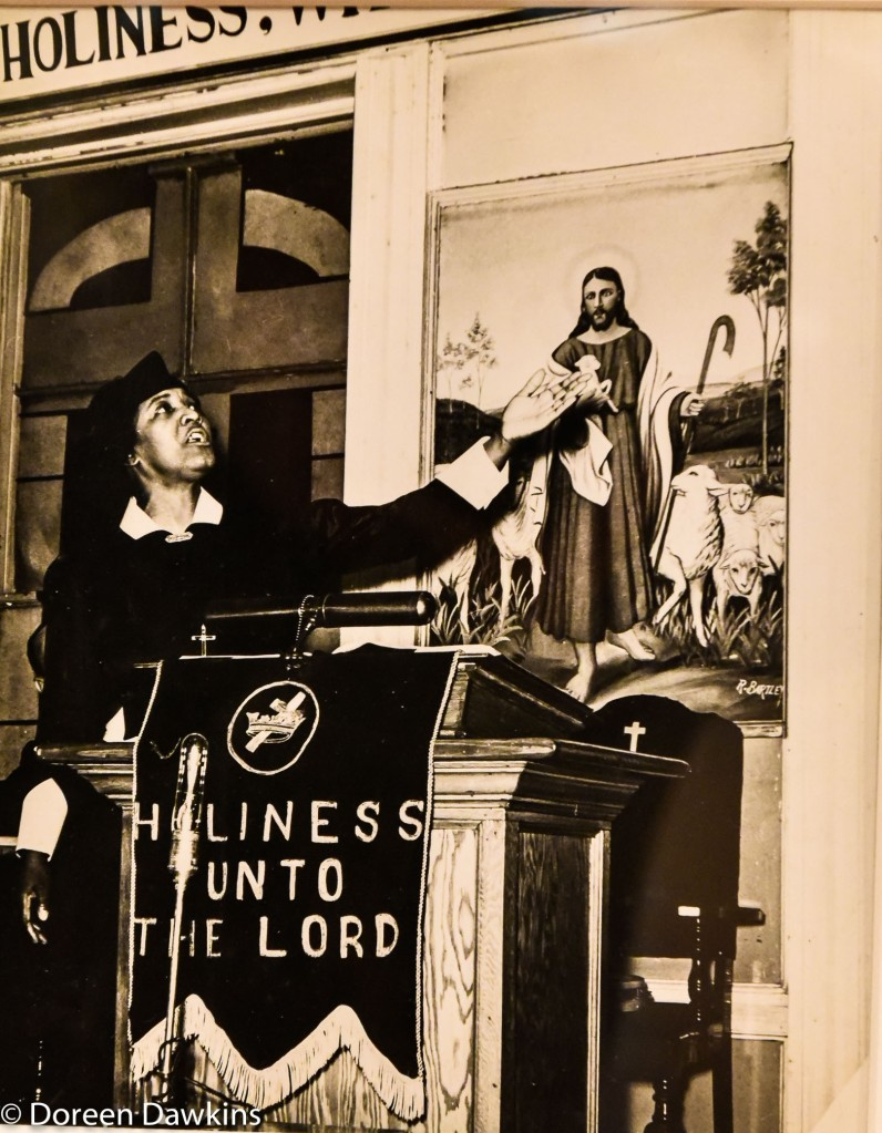 Woman preacher by Lucy Ashjian between 1936 and 1947: I, Too Sing America: the Harlem Renaissance at 100