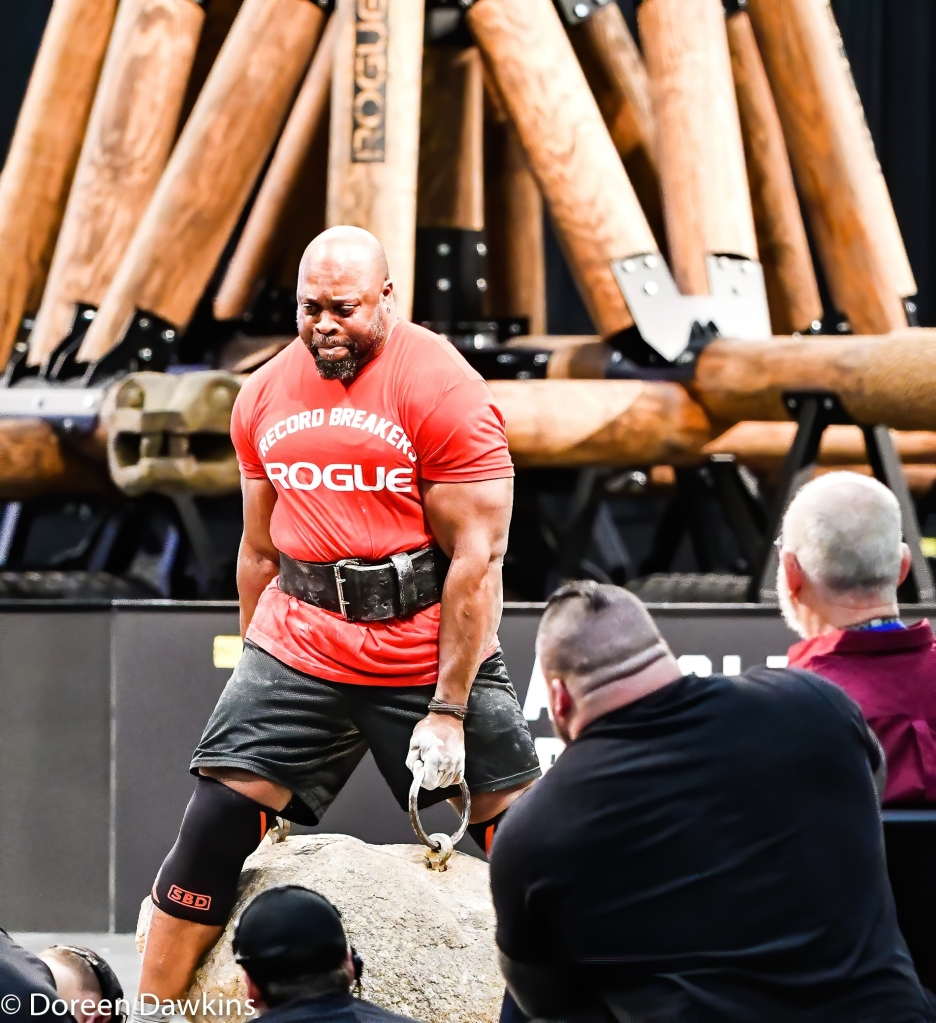 Mark Felix breaking the Dinnie Stone Hold record (34 seconds) at the Arnold Sports Festival 2020