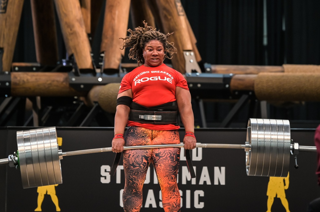 ©Visual Ohio, Pro Strongwoman Andrea Thompson lifting to break the Elephant Bar Deadlift record